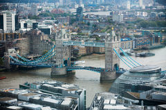 有塔桥梁的泰晤士河伦敦全景 库存图片