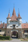 有塔的中世纪门 免版税图库摄影