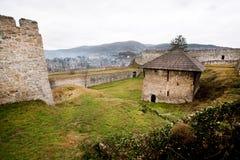 有塔的古老石堡垒 库存图片