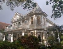 有塔的老房子 图库摄影