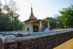 有塔的迷宫 Hpa-An,缅甸 缅甸 图库摄影