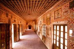 有壁画的霍尔在16世纪堡垒里面的墙壁上 免版税库存照片