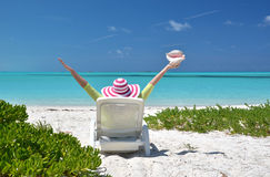 有壳的女孩在sunbed的 免版税图库摄影
