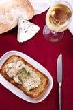 有壳的敬酒的面包用乳酪 免版税库存图片