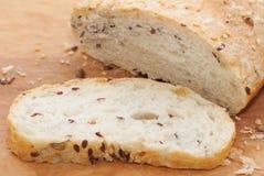 有壳的面包切的大面包  免版税图库摄影