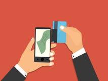有处理的智能手机从信用卡的流动付款 免版税库存图片