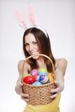 有复活节彩蛋篮子的女孩 免版税库存照片
