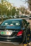 有外交绿色板材的豪华奔驰车在史特拉斯堡 免版税库存图片
