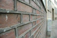有外面反向石工的-砖砖墙被隐藏的里面,水泥灰浆 免版税库存照片