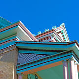 有多个屋顶边缘的议院 免版税图库摄影
