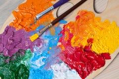 有多彩多姿的油漆的色板显示 库存照片