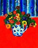 有多色的花的花瓶 库存图片