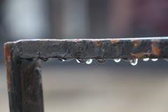 有多雨下落的门 库存照片