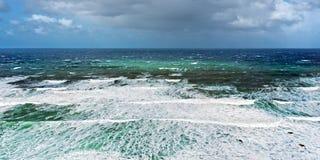 有多暴风雨的天气的风大浪急的海面 库存图片