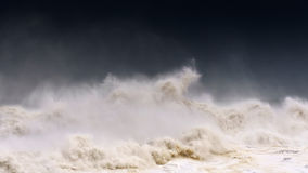 有多暴风雨的天气的风大浪急的海面 库存照片