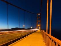 有夜照明的金门桥 免版税图库摄影