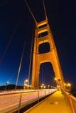 有夜照明的金门桥 免版税库存照片