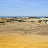 有大包的谷仓麦子干草 图库摄影