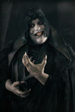 有大可怕钉子的愉快的疯狂的微笑的吸血鬼 不死monst 免版税库存照片