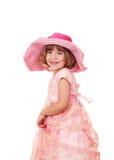 有大帽子的愉快的小女孩 免版税库存照片