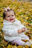 有大微笑的一个小女孩 免版税库存图片