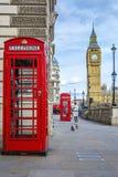有大本钟的红色电话箱子 免版税库存图片