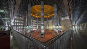 有大柱子的美丽的Istiqlal清真寺 库存照片