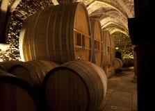 有大桶的葡萄酒库 免版税库存图片