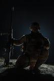 有大步枪开会的军队狙击手 免版税图库摄影