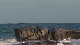 有大波浪的精密行动英尺长度从西班牙沿海 股票录像