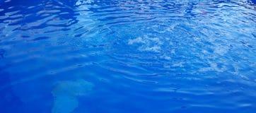 有大海的装饰池塘在公园设置了 免版税库存图片