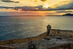 有大炮的, Carrib圣佩德罗火山de La Roca老西班牙堡垒墙壁 图库摄影