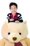 有大熊玩偶的亚裔男孩 免版税图库摄影