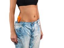 有大牛仔裤减重的妇女 图库摄影