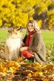 有大牧羊犬狗的中年妇女 库存照片