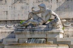 有大理石象的喷泉在阿尔塔雷della帕特里亚,威尼斯广场,罗马意大利 免版税图库摄影