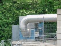 有大管道的室外温暖的强迫显示熔炉 免版税库存照片