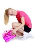 有大箱子的快乐的女孩 免版税库存照片