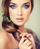 有大美丽的蓝眼睛的俏丽的女孩 免版税图库摄影