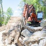 有大铁锹的挖掘机 免版税库存照片