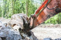 有大铁锹的挖掘机 免版税库存图片