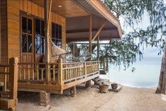 有大阳台的好的沿海岸区海滨别墅 库存照片
