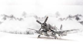 有大雪的第二次世界大战军用飞机 免版税库存照片