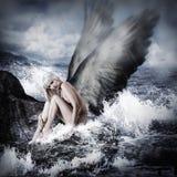有天使翼的性感的白肤金发的妇女 库存照片