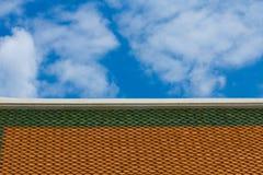 有天空的屋顶 库存图片