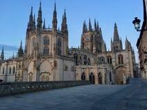 有天空蔚蓝的布尔戈斯主教座堂,卡斯蒂利亚-莱昂,西班牙 免版税库存图片