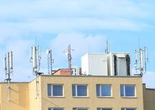 有天线的屋顶 免版税库存图片