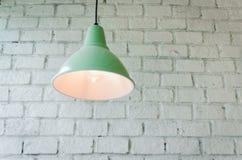 有天花板灯的砖具体室 免版税图库摄影