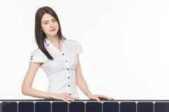 有太阳电池板的妇女 免版税库存照片
