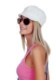 有太阳镜的偶然白肤金发的女孩 库存照片